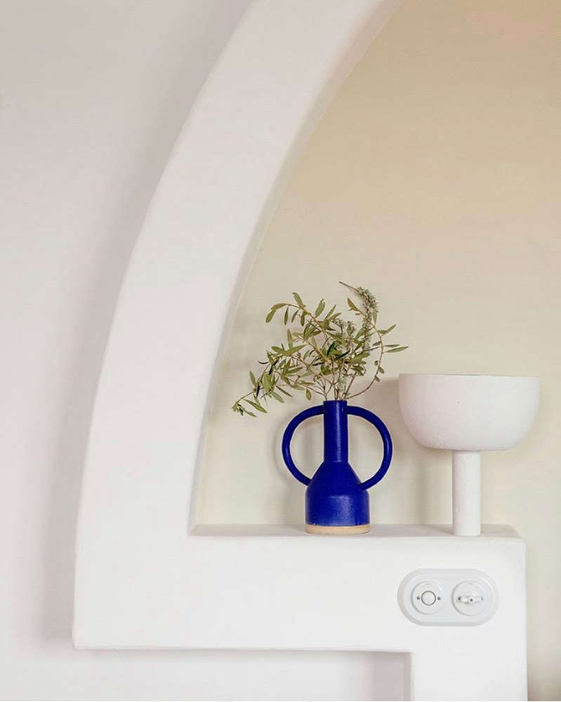The headboards have built-in torchères and Fontini ceramic switches. The Yves Klein blue vases that can spotted throughout are by London ceramic artist Sophie Alda.