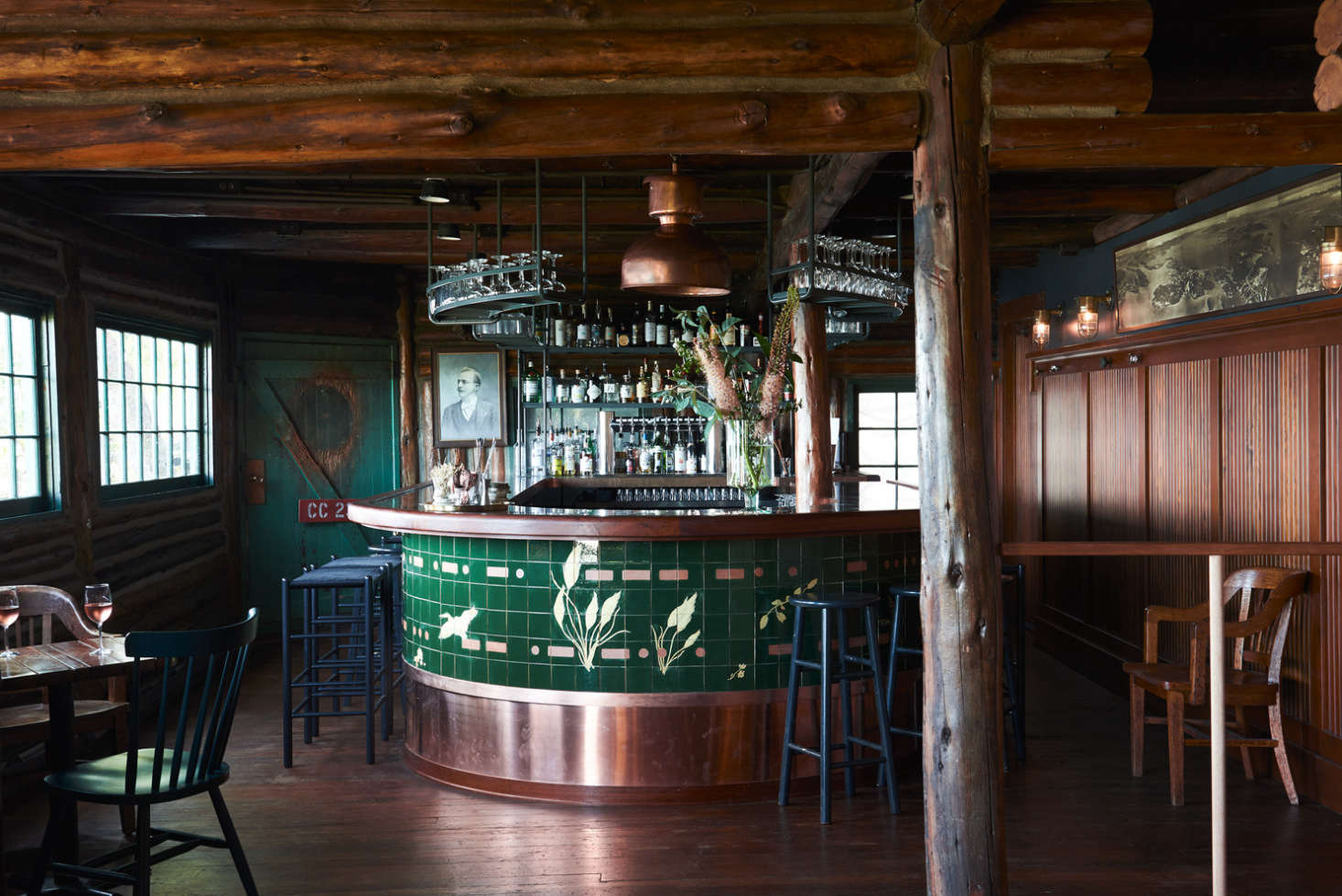 The restaurant, with a horse-shoe-shaped bar.