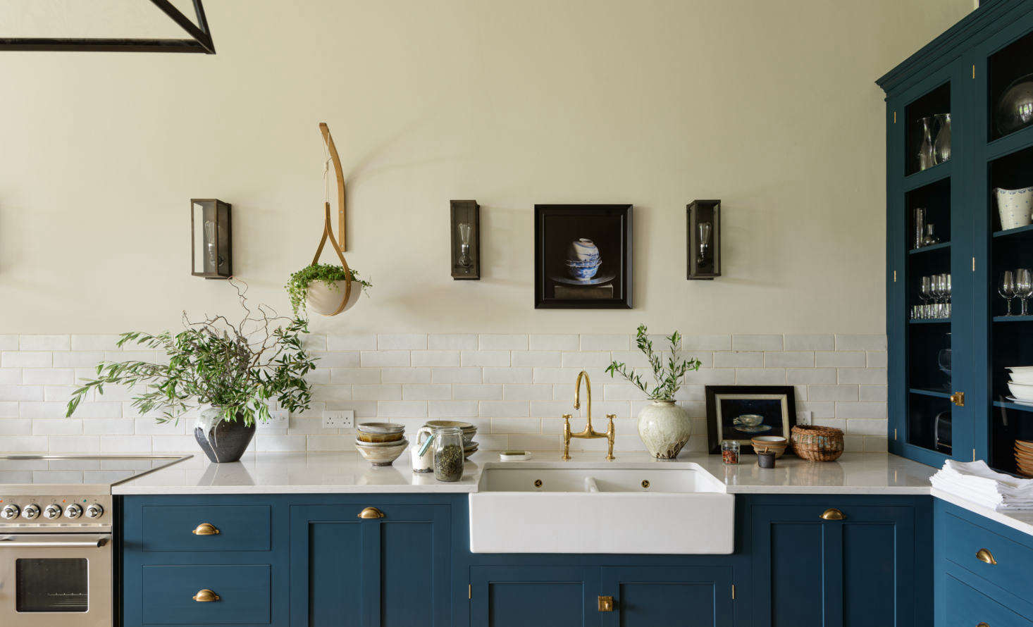 Forming a low backsplash are deVOL&#8