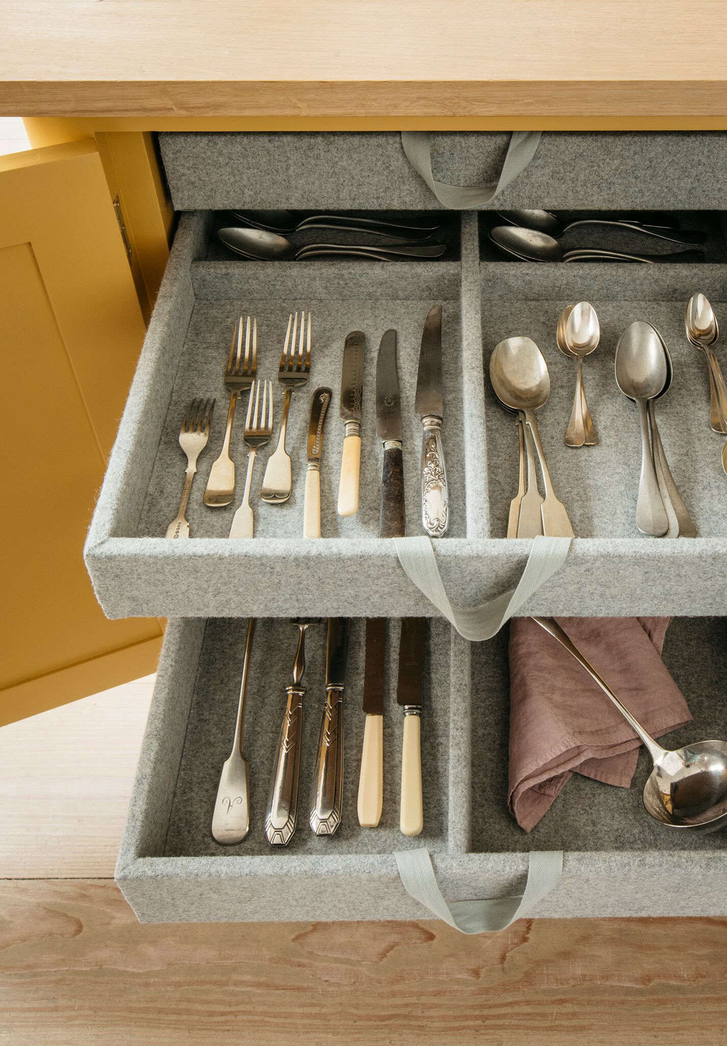 A cutlery drawer is tucked into the kitchen island.