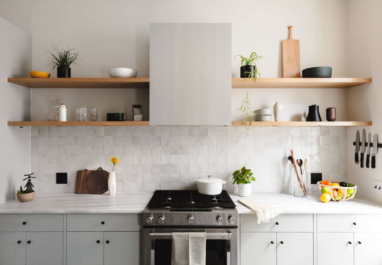 "Kitchen of the Week: A Brooklyn Kitchen Designed Around the Keywords ""Social"" and ""Minimal but Warm"""