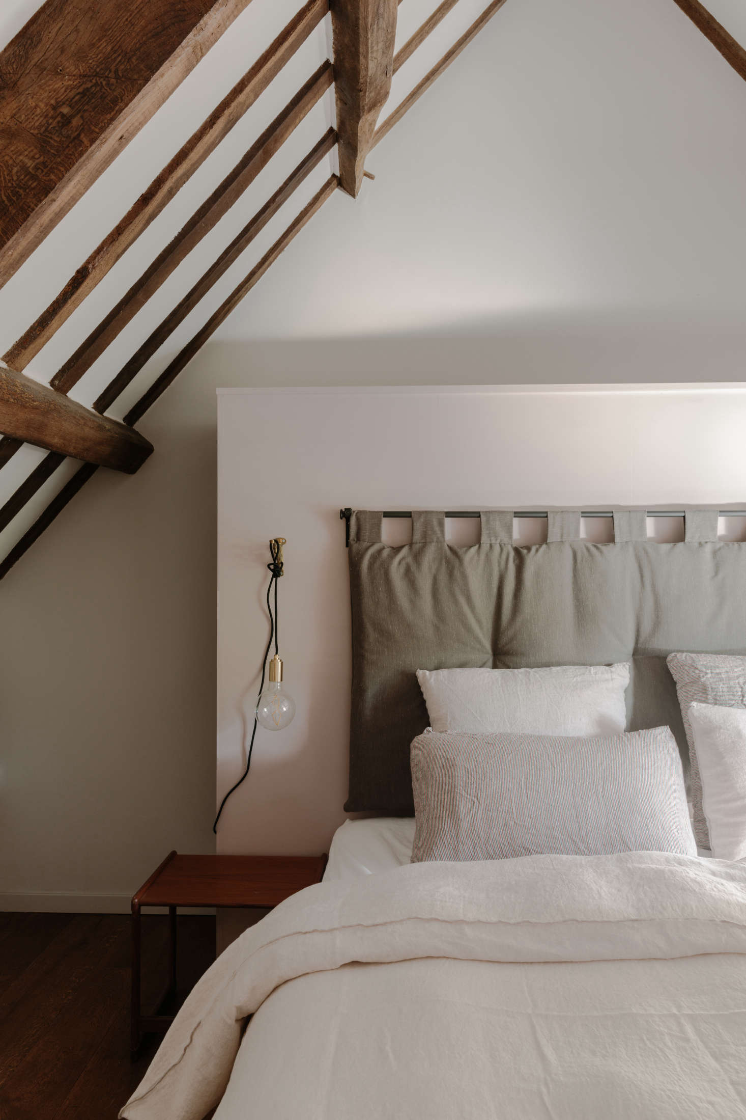 The cloth headboards throughout the cottages were hand-made by a local outfit,Badminton Blinds. The bed linens are 0 percent linen,sourced from Globus in Switzerland.