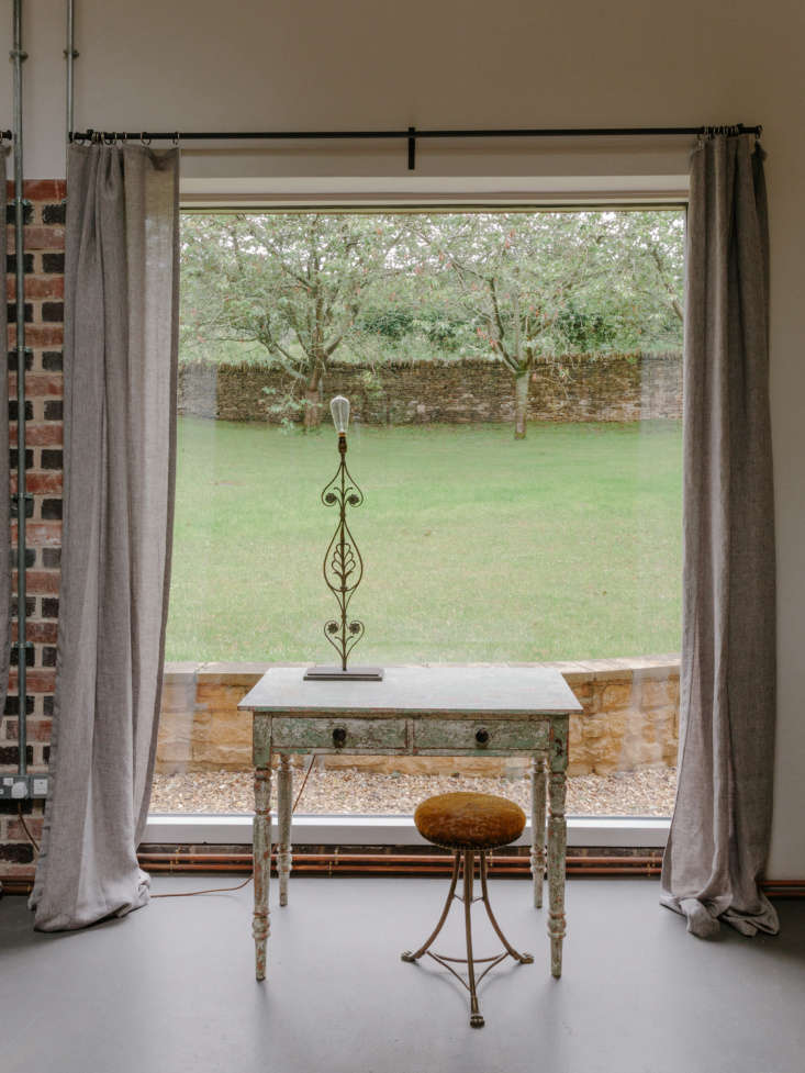 Living Room in Winterspring Cottage At Cotswolds Farm Hideaway, Photo by Marina Denisova