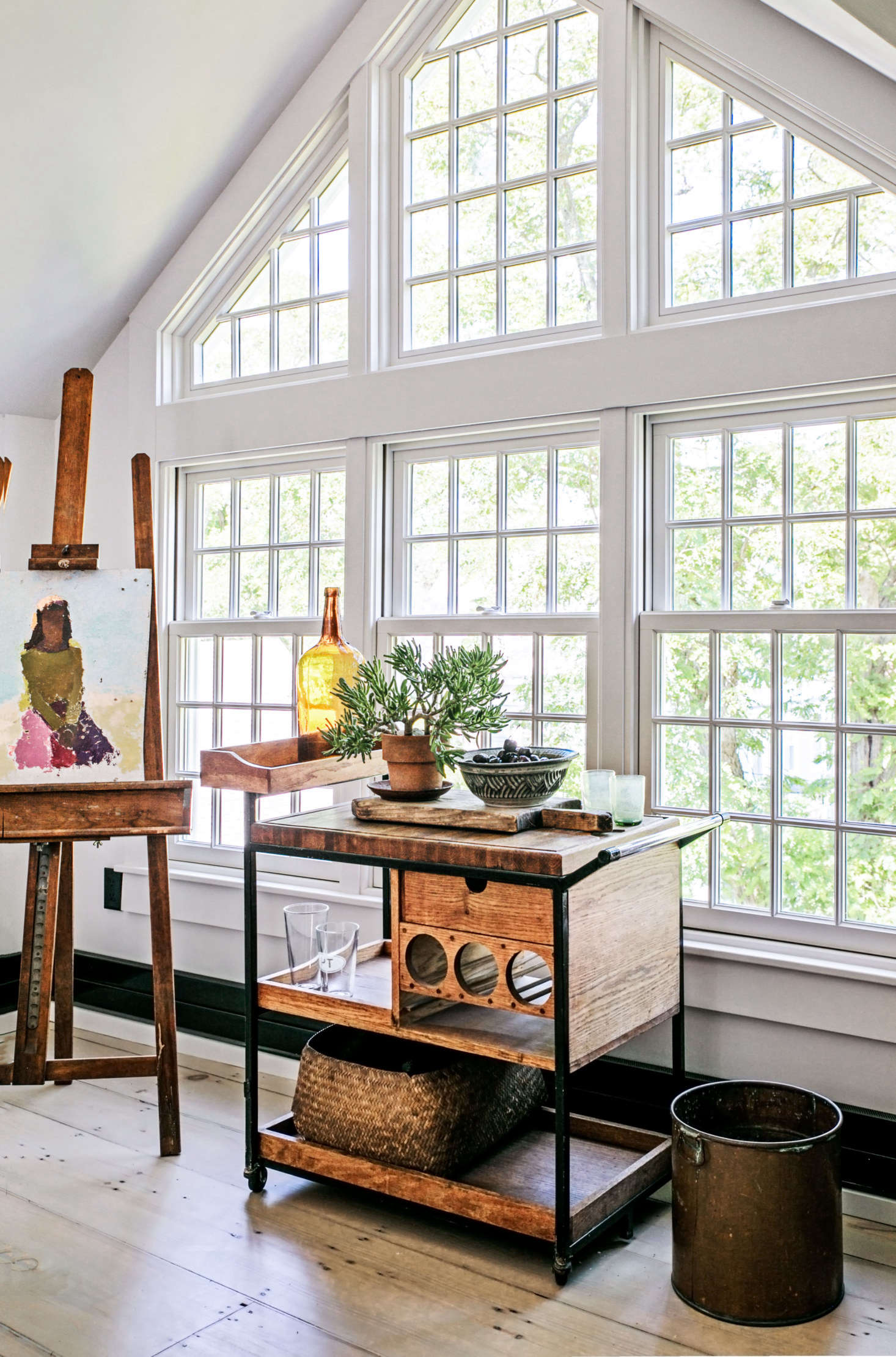 A wall of windows filters abundant daylight into the studio.