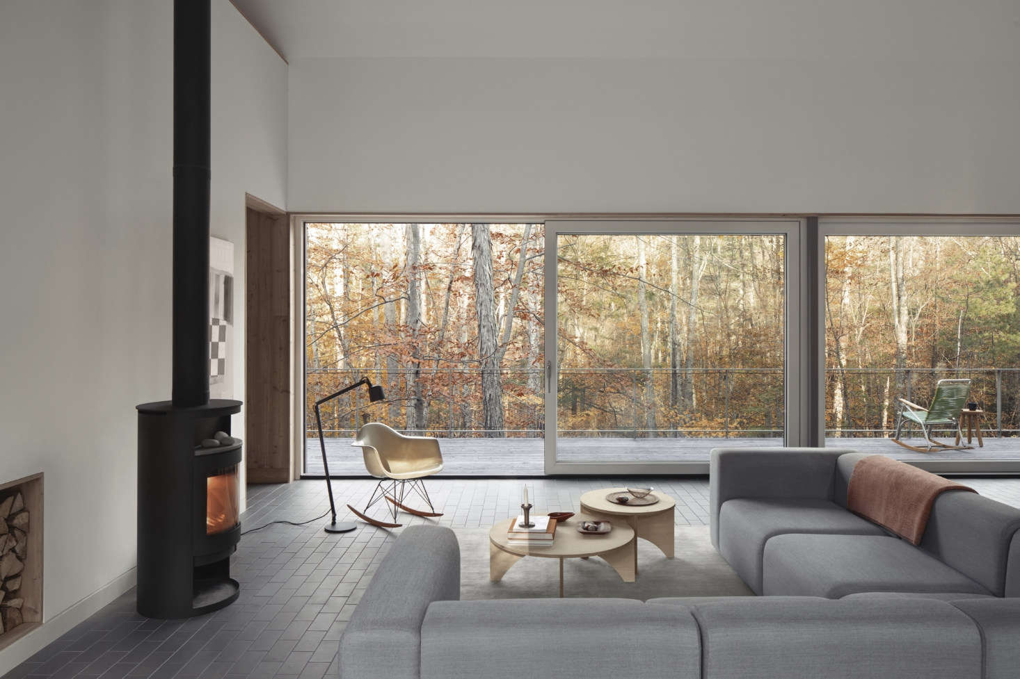 The house overlooks woodland— the interior and exterior colors were selected to blend with the outdoors. Towards that end, the entire main floor is lined with Summitville quarry tile in rock-like Elephant Gray. &#8