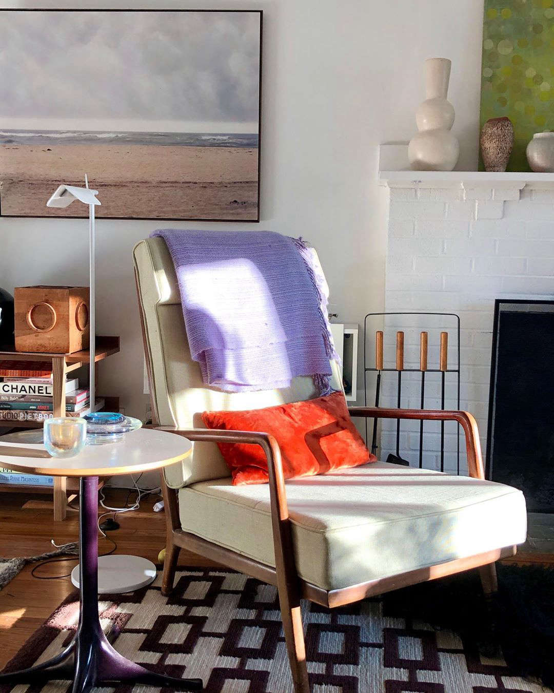 Spring light, 6 pm: an eye-opening pairing of lilac and rosy orange in our interior designer friend Victoria Kirk&#8