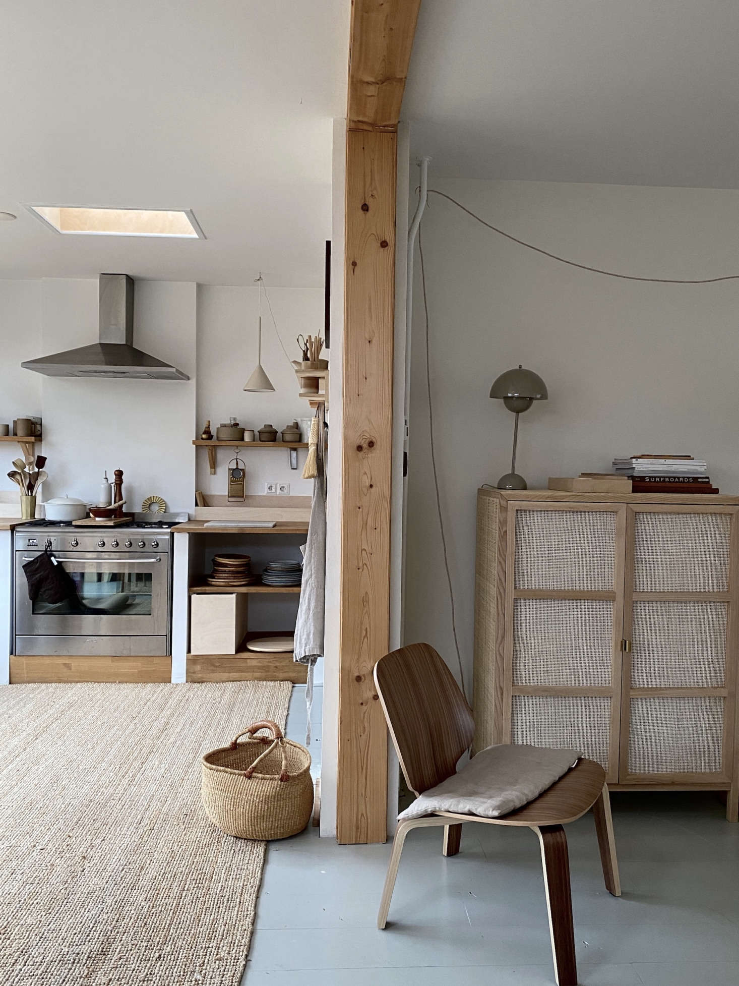 The kitchen is open to the dining area and living room (right). The Flowerpot Lamp is from &Tradition.