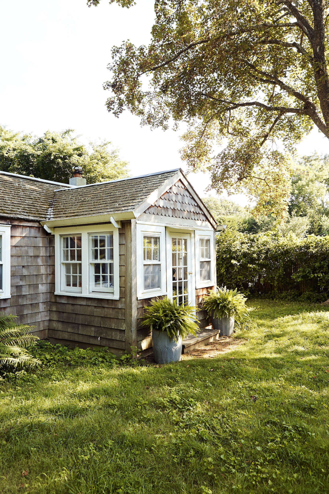 Living in 600 Square Feet: Designer Glenn Ban's Refined East Hamptons Cottage - Remodelista