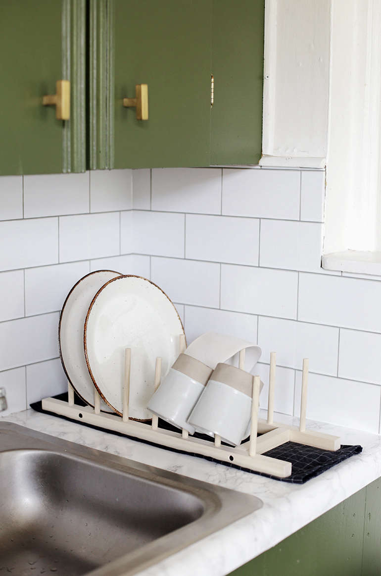 Caitlin made this DIY Minimal Wooden Dish Rack as part of her $0 kitchen remodel for her brother&#8