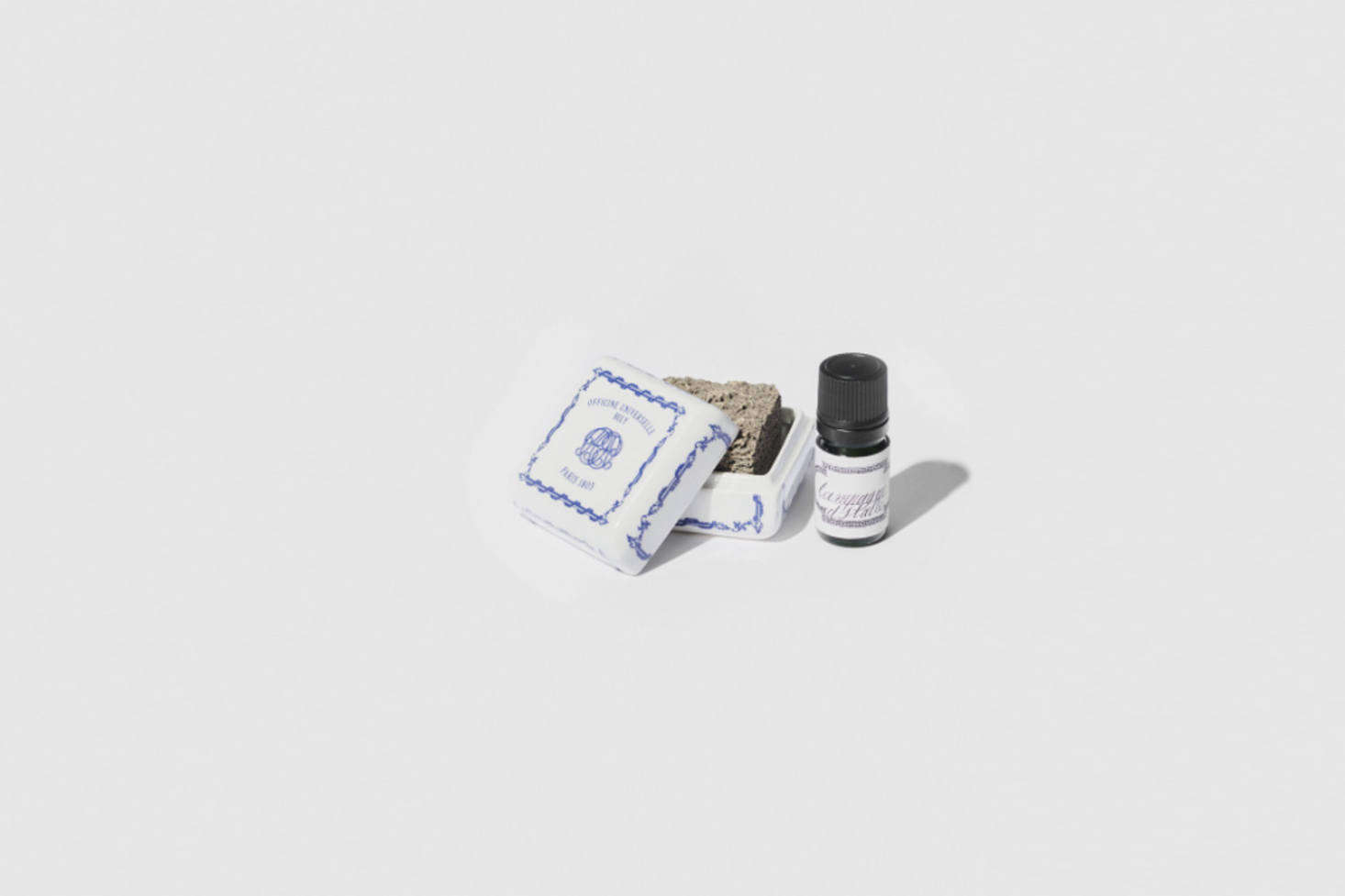 Parisian apothecary Officine Buly makes a line of scented oil designed to drip onto a sedimentary stone housed in a porcelain box. Designed to diffuse fragrance in a heatless and steam-free format, the Alabaster Campagne d&#8