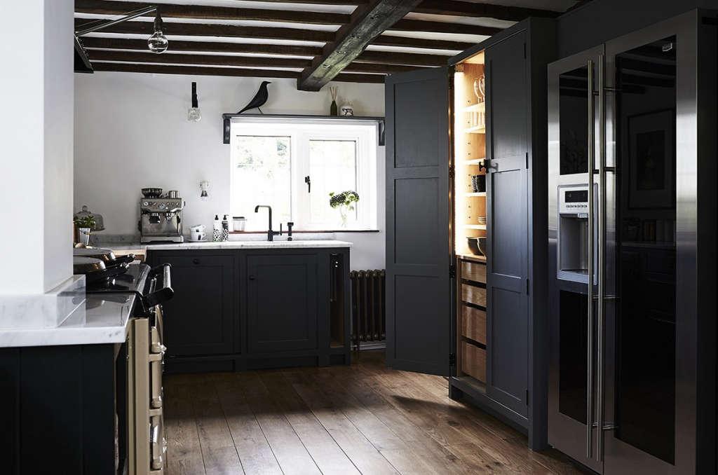 Thatched Cottage Kitchen 02