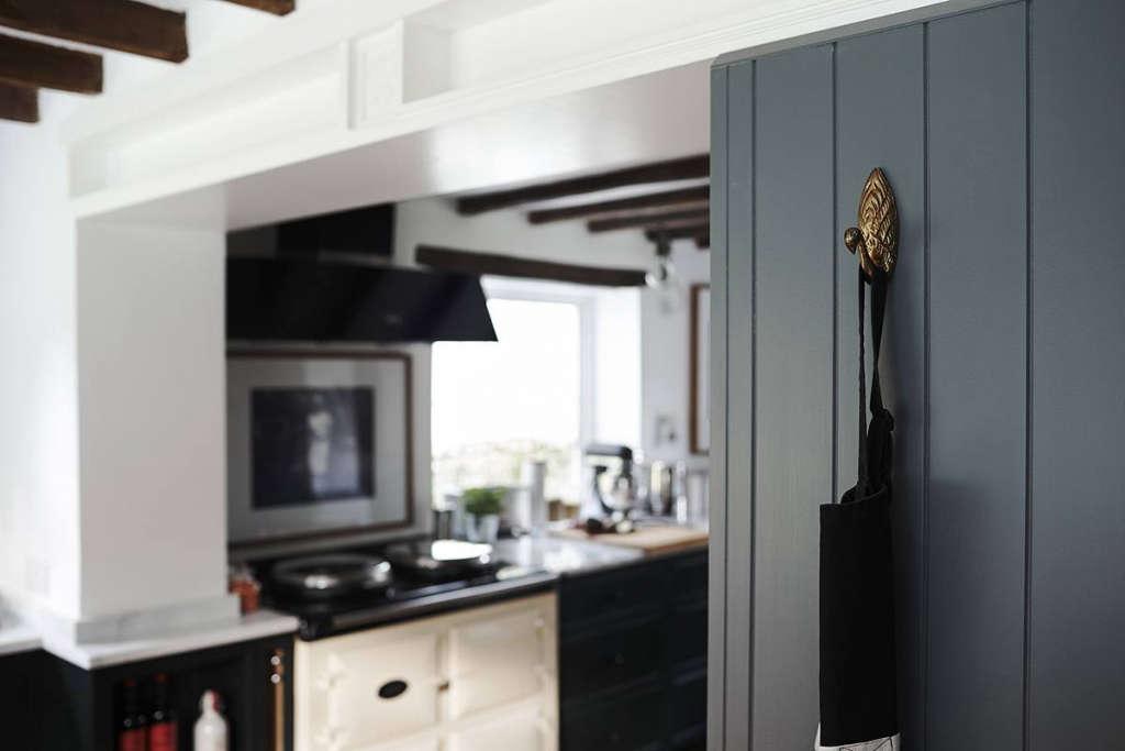 Thatched Cottage Kitchen 03