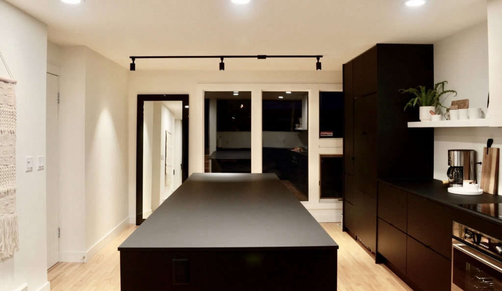 Matte black modern Rossdale kitchen