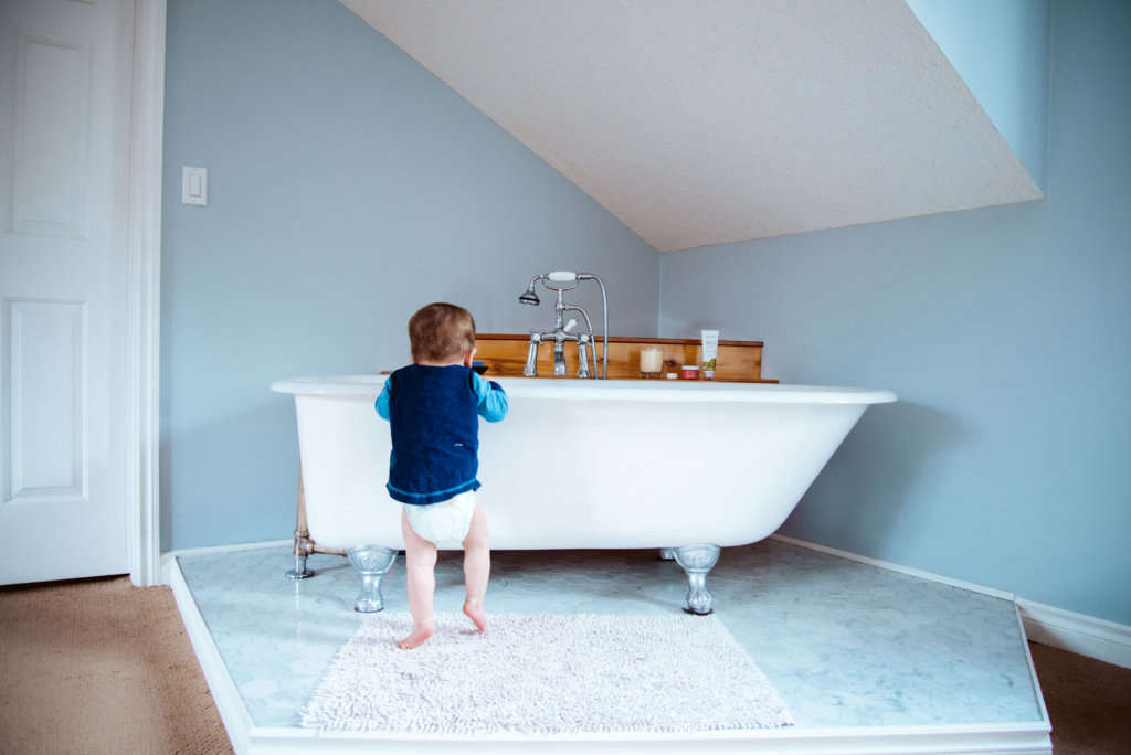 Antique CLaw Foot Tub in the Bedroom - Remodelista